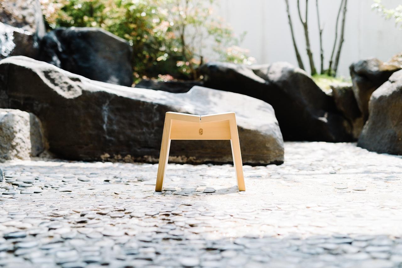 木曽のサワラでつくった風呂椅子01s-
