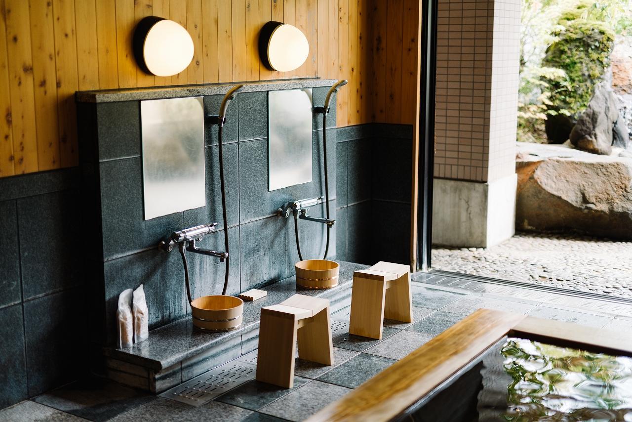 木曽のサワラでつくった風呂椅子02s-