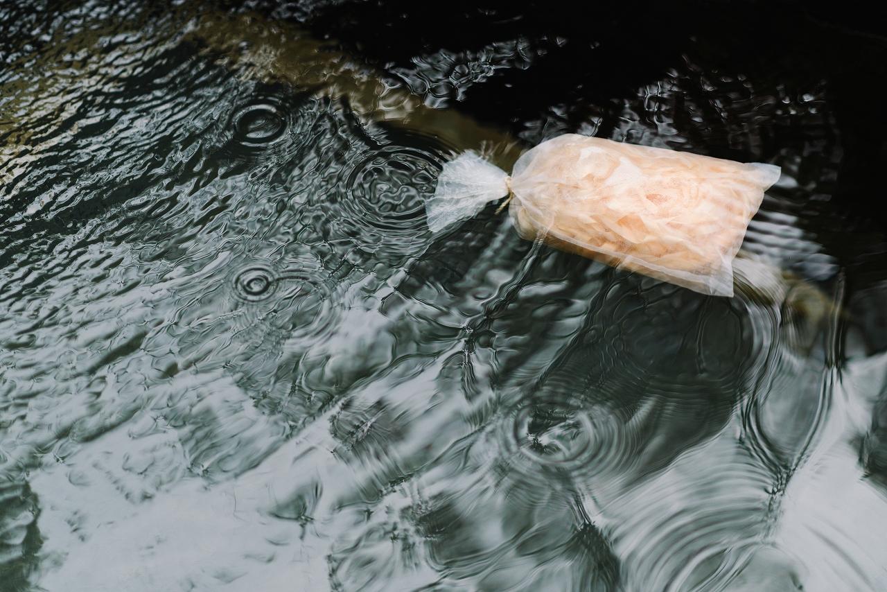 木曽の檜でつくったアロマ入浴剤02s-