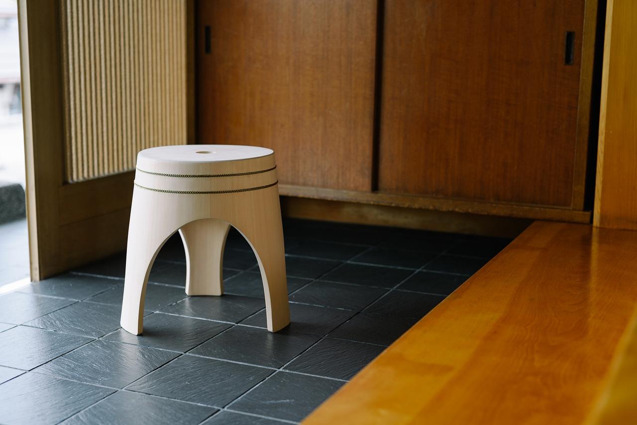 木曽の檜でつくったスツール02s-