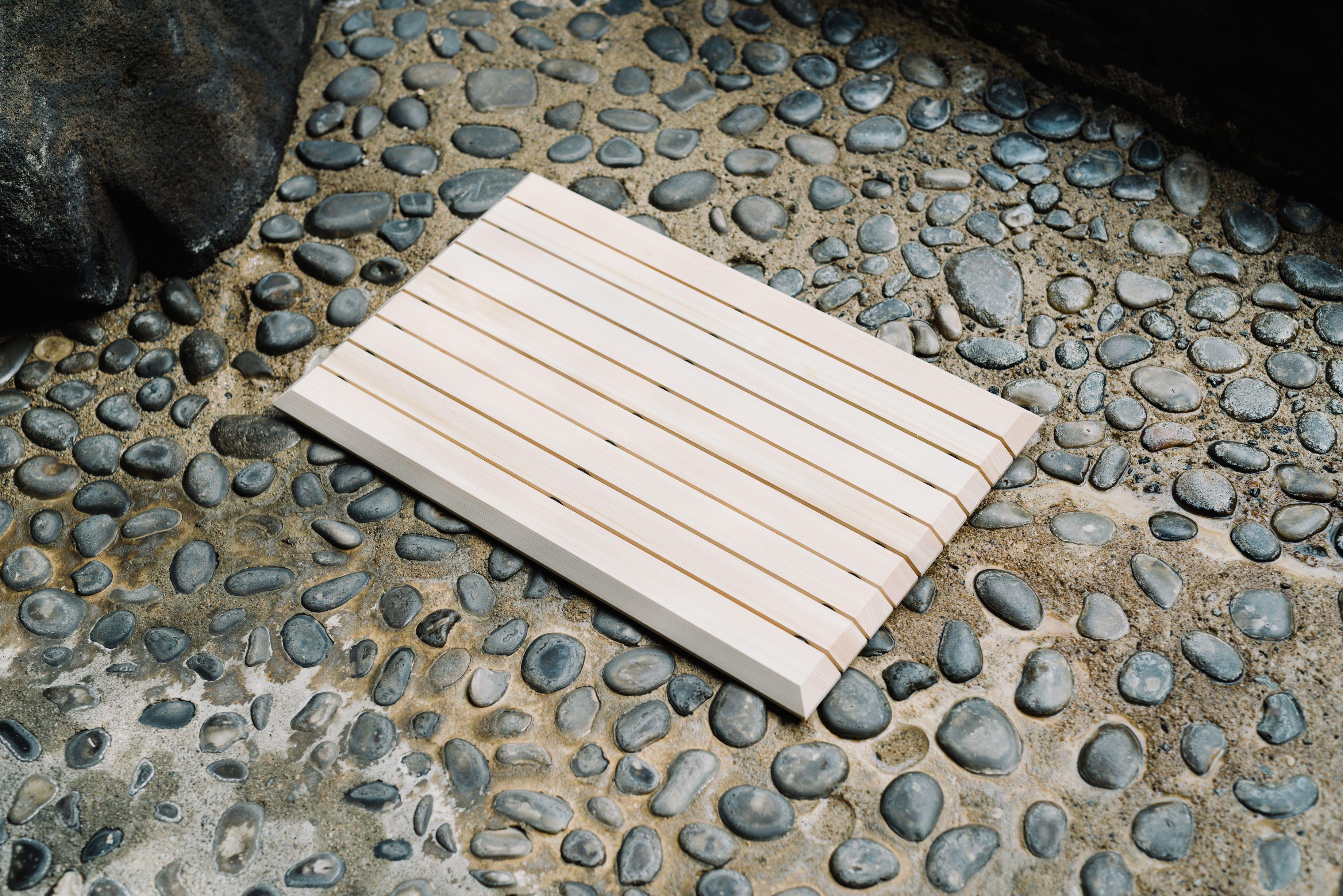 木曽の檜でつくったバスマット02